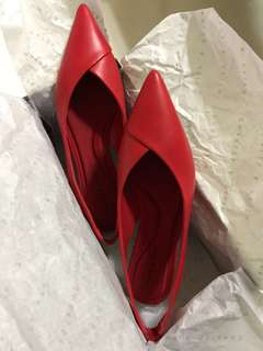 Charles & Keith red pointed flats