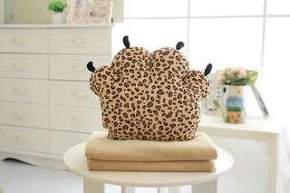 Bear paw Blanket pillow cushion熊掌暖手捂抱枕三合一空调毯