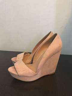 STRADIVARIUS SUEDE WEDGES