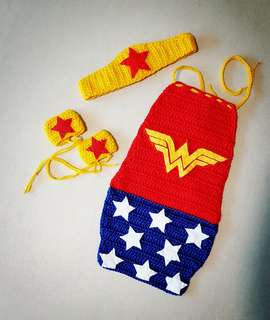 Wonder woman. Marvel heroes. Crochet. Knit. Amigurumi. Newborn. Photography. Cape. Handmade. Yarns. Wool