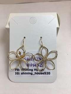B002 金色立體鏤空花朵 耳環