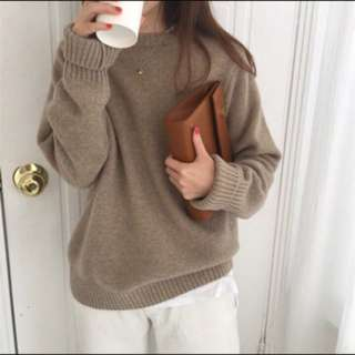 brown knitted sweater pullover