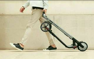 Free delivery LTA Compliant Segway Ninebot ES2 electric kick scooter w free delivery. 1 year agent warranty