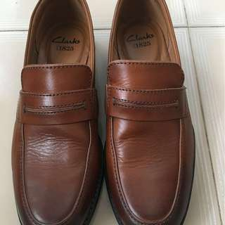 Clarks Brown Leather Shoes / Size : US 7 / Good condition.
