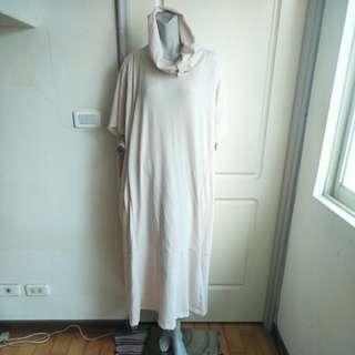🚚 【tʃiʃi】大尺碼oversize膚色高領短袖寬鬆洋裝.羅馬袍-男生要穿也可