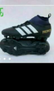 Football  shoes.(children's).size 36.
