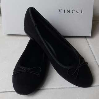 Vincci Black Suede Flats