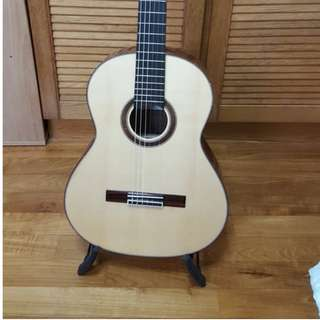 Solid Top Handcrafted classical guitar (Made by Luthier, Om Taechang in S.Korea)