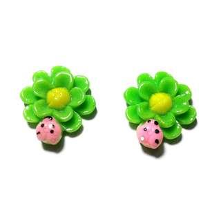 Handmade Korean Style Green Flower Lady Bird Resin Pain Relief Safety Earring Clip For Kids