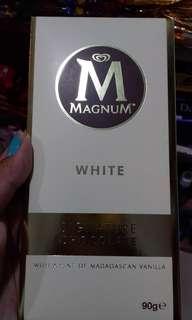 Magnum White Bar