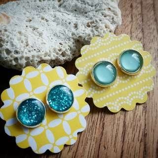 2 pairs of stud earrings on sale. Buy one get one free. Diameter are 10 mm.