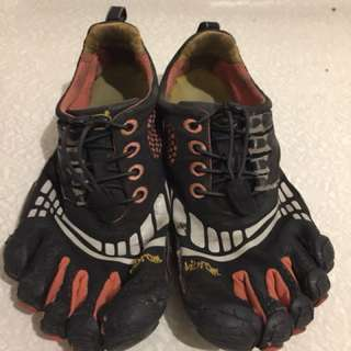 Vibram Bikila shoes/ size 5-6
