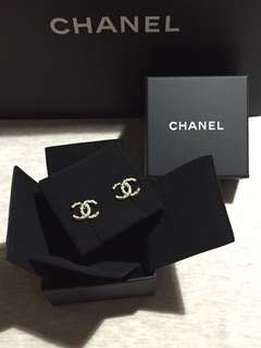 (真貨)Chanel classic earrings 暗花淡金色耳環