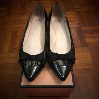 全新 Katie Judith 平底鞋 (39號)