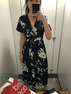 NAVY FLORA V-NECK MAXI DRESS