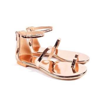 🚚 (現貨+預購)訂製款歐美風網紅同款百搭時尚金屬質感套趾夾腳羅馬鞋涼鞋 金/玫瑰金香檳金/銀 顯瘦顯白