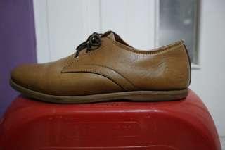 Sepatu kasual kulit coklat root