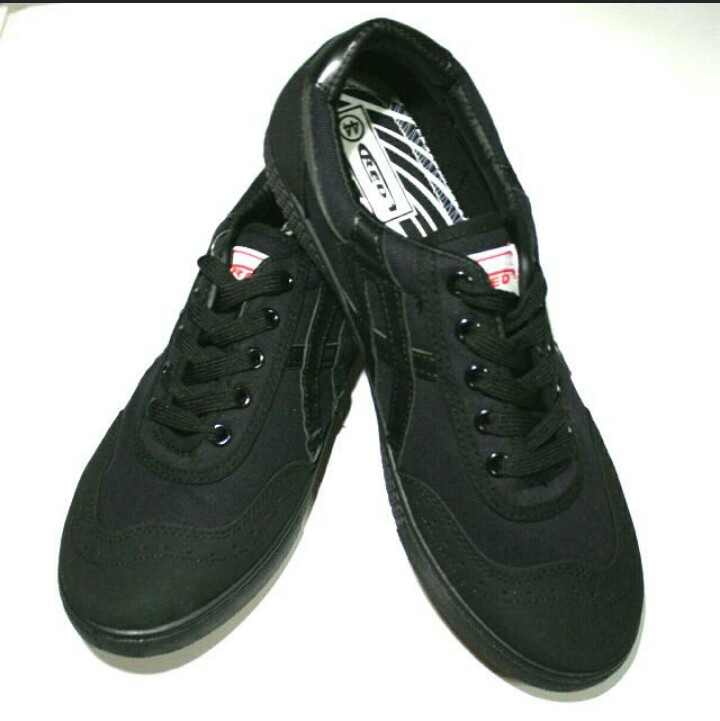 black rubber shoes for school