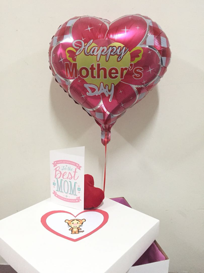 Mothers Day gift with balloon