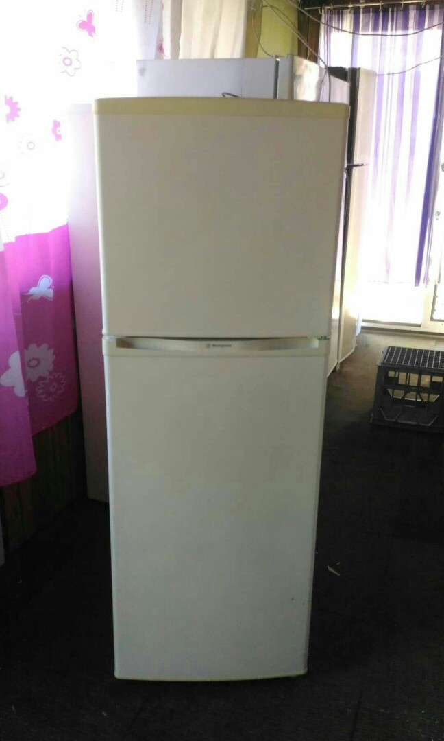 Westinghouse frost-free fridge freezer 182litres