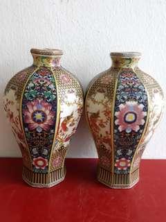 Old Porcelain Vase 陶瓷花瓶