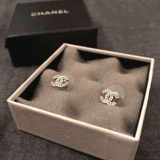 CHANEL classic mini logo crystal earrings