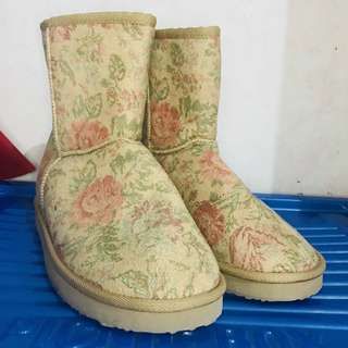 Uniqlo Boots - UGG boots
