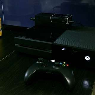 Xboxone主機+方向盤腳踏(Madcatz)