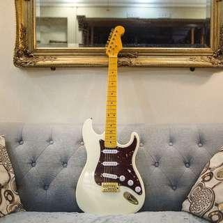 Project Stratocaster White/Torq Pickguard & Alnico V Pickups