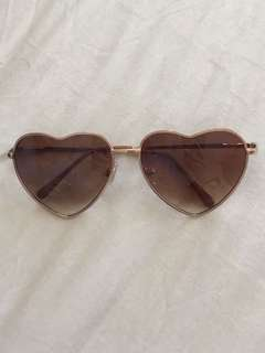 urban outfitters heart shaped brown sunglasses