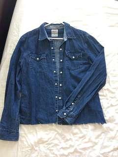 vintage Levi's denim distressed button up shirt - size large