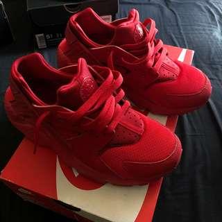 Red Nike Huarache Run (6.5Y)