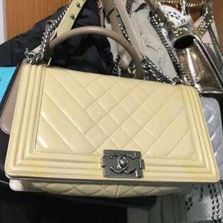 Boy Chanel beige 漆皮 28cm hv card sticker dust bag receipt but no box