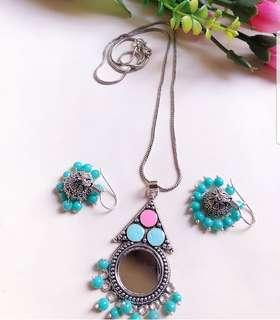 Mirror pendant with beautiful earrings!