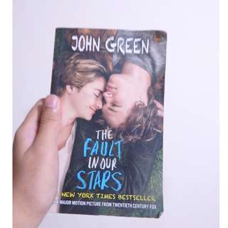 The Fault in Our Stars (Buku Novel Percintaan Bahasa Indonesia/Indonesian Novel)