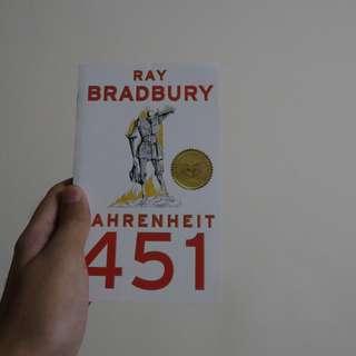 Fahrenheit 451 (Buku Novel Fantasi Inggris Populer/English Popular FANTASY Book) DYSTOPIAN