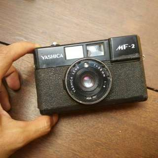 kamera analog antik jadul lawas yashica mf2 display