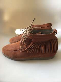 BRAND NEW MOCCASIN BOOTS