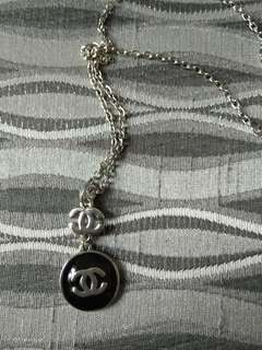Chanel inspired short necklace