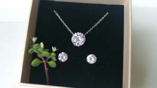 閃亮鋯石頸鍊耳環套裝, Sparkling zirconia necklace and earring set, with box 55 hkd, w/o 50