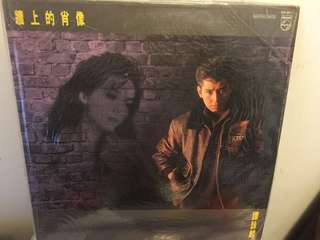 譚詠麟牆上的肖像黑膠