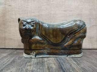 清,陶瓷貓枕。