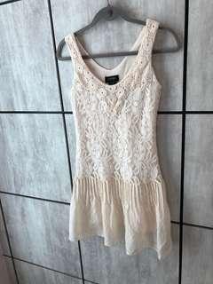 Sleeveless Lace Dress S