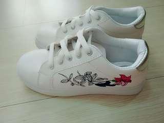 🚚 刺繡休閒鞋 23.5