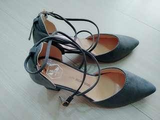 🚚 一字扣高跟鞋 23.5