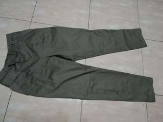Celana jogger hijau lumut coklat