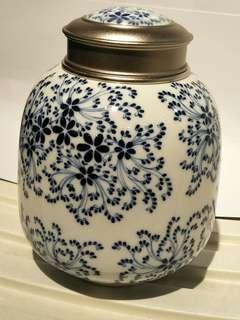 Old Porcelain Vase 放茶叶