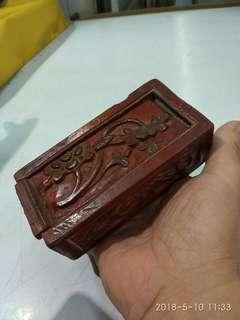 民初或梢后 香樟木  红漆小盒