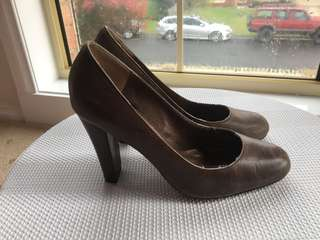 Size 7 tony bianco brown heels