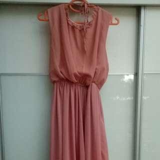 sleeveless long dress with knee length inner